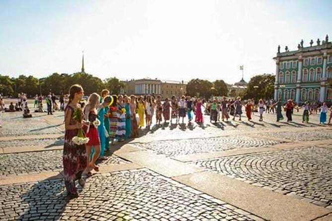 женщины на Дворцовой площади