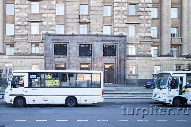 автобус собирает пассажиров
