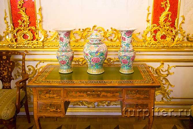 три расписанных вазы