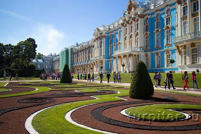 вид на фасад дворца