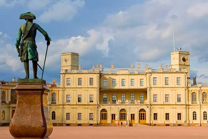 Вид на парадный вход дворца