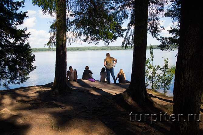 несколько финских туристов