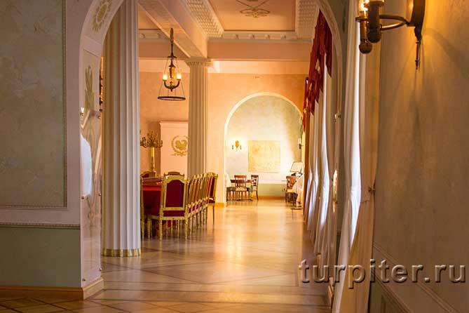 коридо от парадного до классных комнат