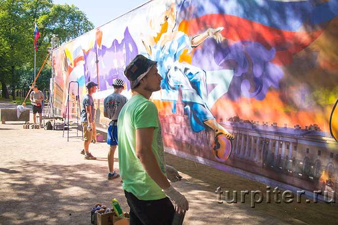 художник в перчатках граффити