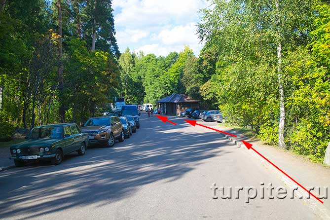 припаркованы автомобили в Монрепо