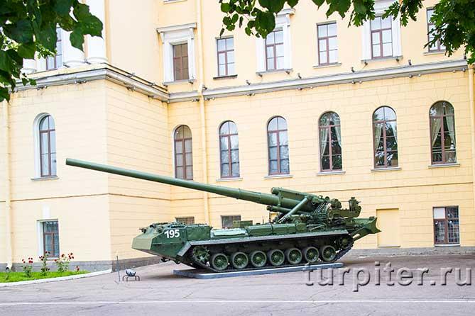 mihailovskaia-voennaia-artilleriiskaia-akademiia-orudie-2
