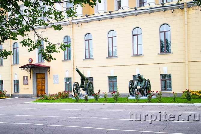 mihailovskaia-voennaia-artilleriiskaia-akademiia-orudie-3