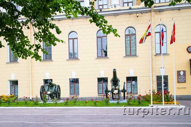 mihailovskaia-voennaia-artilleriiskaia-akademiia-orudie-4