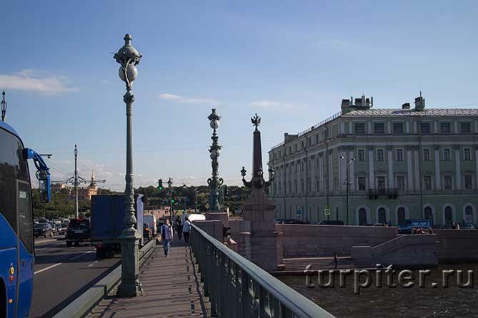 пешеходная дорожка на Троицком мосту
