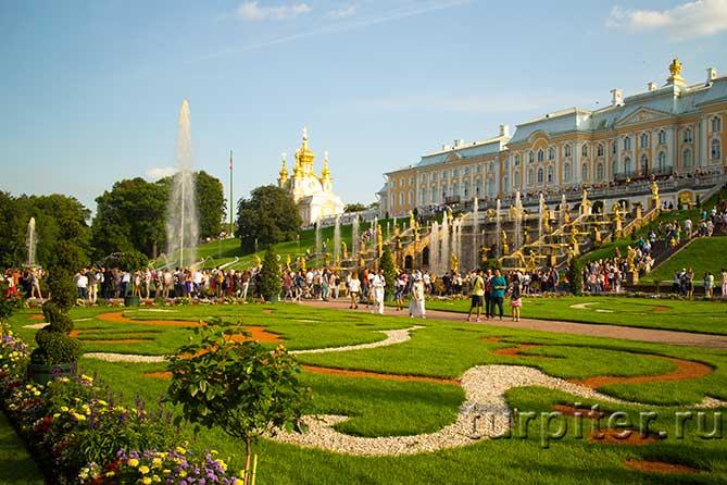 Красивый нижний парк в Петергофе