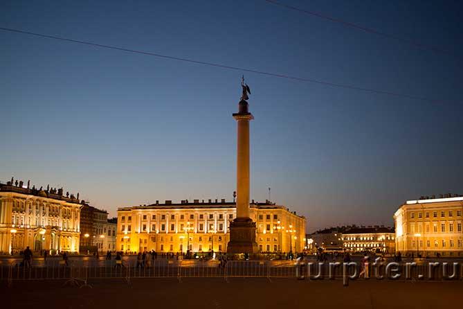 фотограя Александровской колонны в сумерках