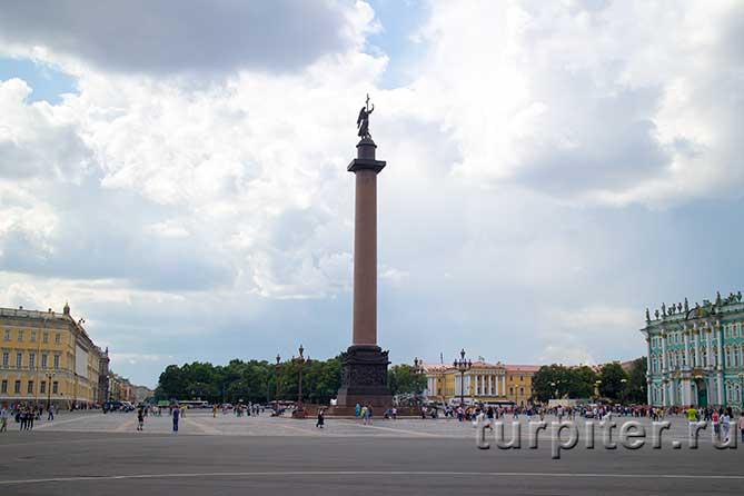 ангел с крестом на Александровской колонне