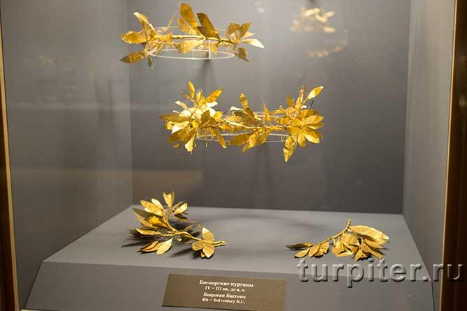 венки сделанные из золотых пластинок