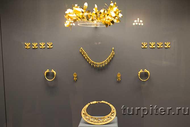 золотые украшения в Бриллиантовой комнате