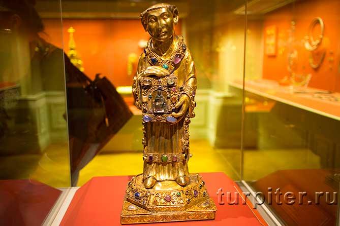 золотая статуетка