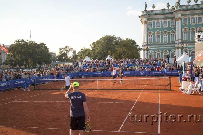парный теннисный матч на Дворцовой площади