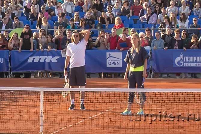 Дементьева и Маликов с теннисными ракетками