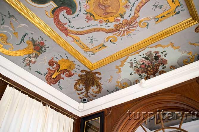 роспись потолка в галерее