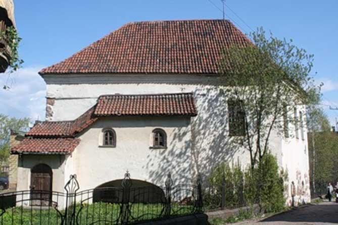 красивый средневековый дом