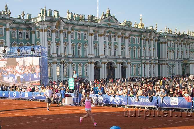 Буханко Анастасия бежит по корту