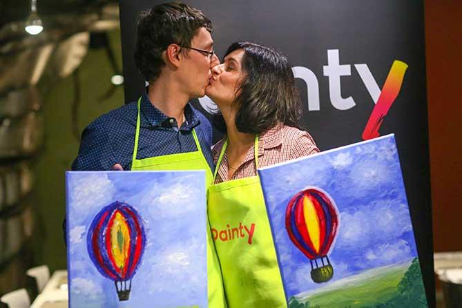 двое нарисовали воздушные шары