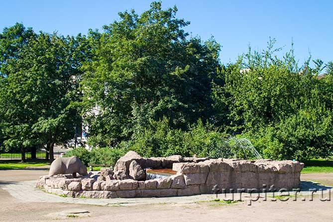 памятник на улице Пионерской