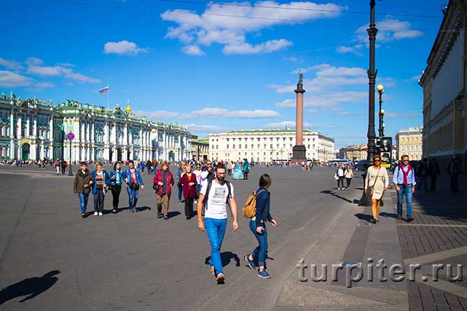 на Дворцовой Площади солнечно