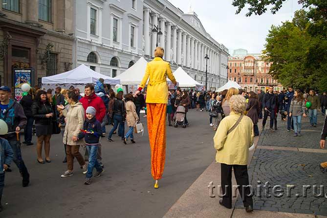 """много людей фестиваль """"Живые улицы"""""""