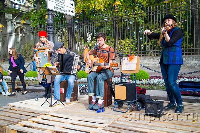"""играют и поют фестиваль """"Живые улицы"""""""