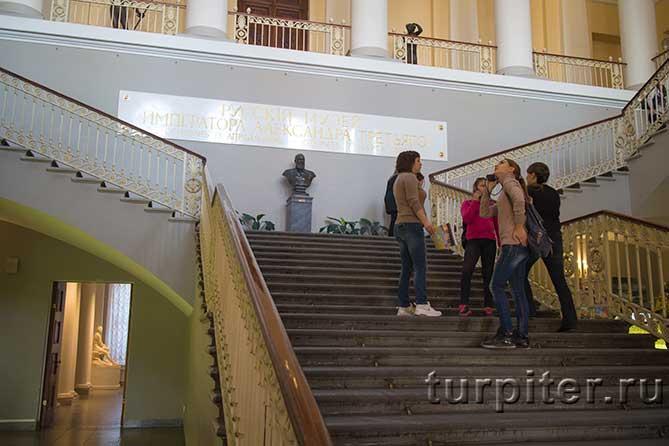 парадная лестница в Михайловском дворце
