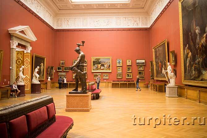 диваны в Русском музее