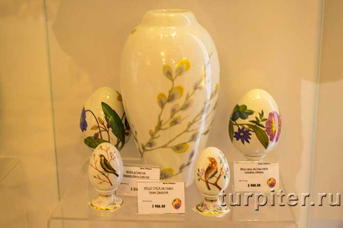 ваза и несколько яиц