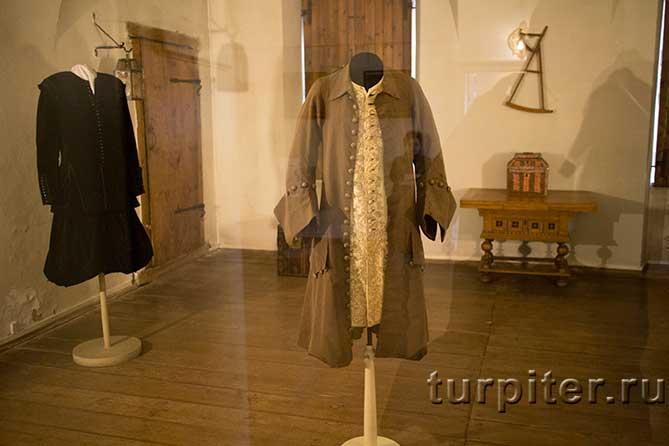 несколько костюмов императора