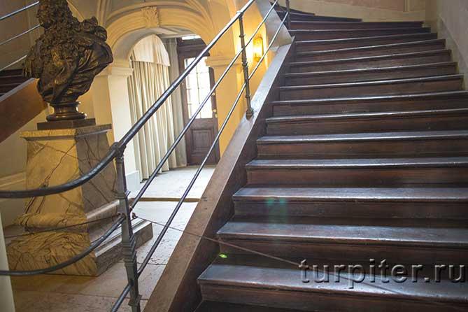 лестнице 300 лет