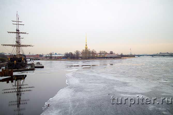 лед стоит на Неве