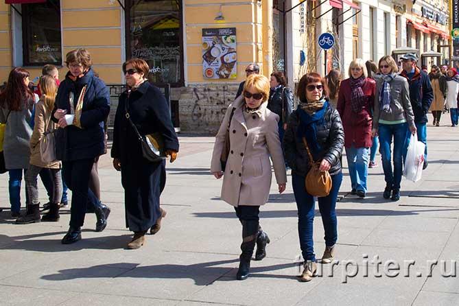 женщины в солнечных очках