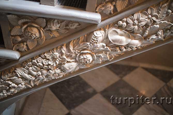 Дворец Коттедж лестница наверх