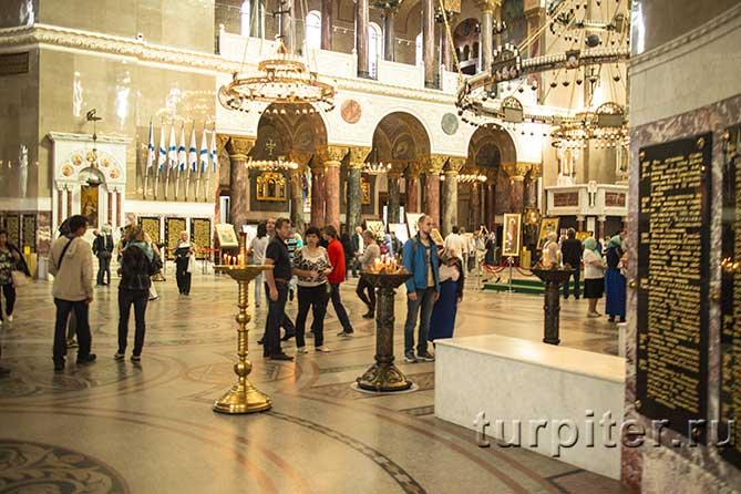 внутри Морского храма Кронштадт