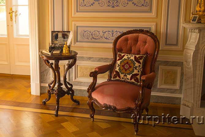 Ольгин павильон кресло и столик