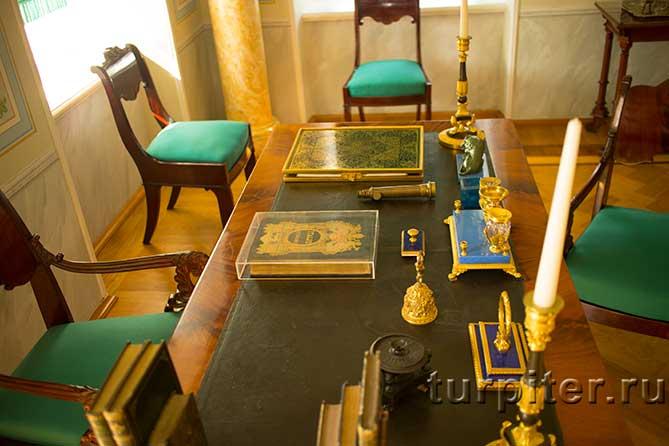 Ольгин павильон стол Николая I