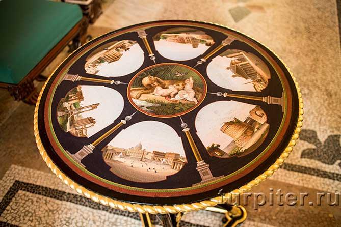 Царицын павильон столик в гостинной