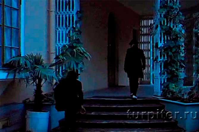 Дворец Коттедж в кадре фильма