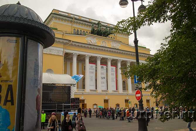 александринский театр центральный вход