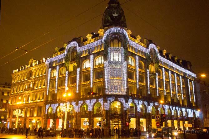 Дом Зингера книжный магазин гирлянды на здании