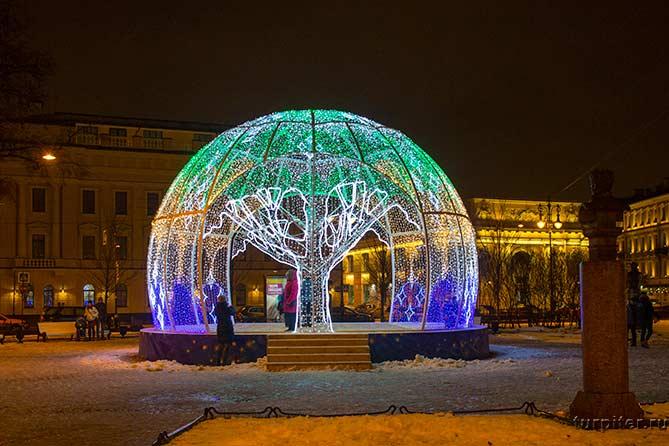 Красивый шар около Манежной площади