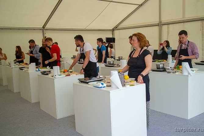 учаться готовить блюда на фестивале о да еда