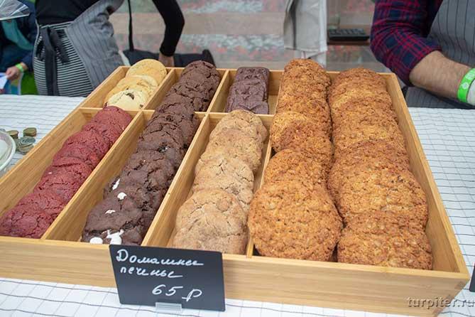 деревянная коробка с печеньем